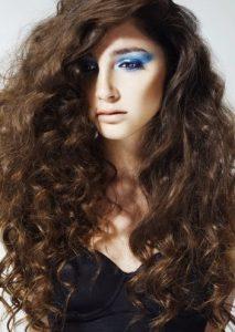 Model Rambut Keriting Gantung - Gantung Messy