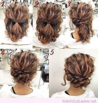 Model rambut ini cocok bagi Anda yang memiliki model rambut keriting gantung. Berikut ini cara menata rambut pendek model ikat ikal: