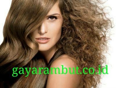 Meluruskan rambut keriting