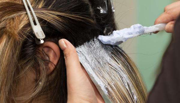8 Cara Mewarnai Rambut Sendiri Tanpa Bleaching
